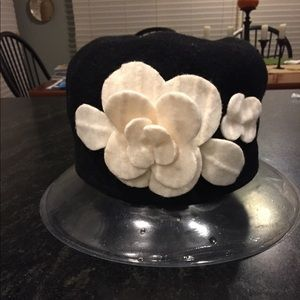 Snazzy Parkhurst wool hat /white flowers